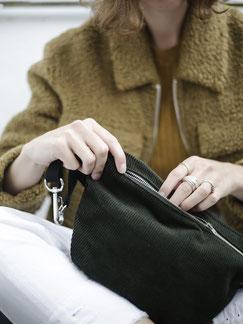Bauchtasche Cord L - Bauchtasche - Cordtasche - Cord - vegane Tasche - Karabiner - Riemen - Reisverschluss - gruen - flaschengruen - Handtasche - Tasche - Damentasche - Herrentasche - Umhängetasche - YKK - Innenfach