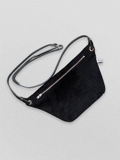 Bauchtashe Suede - Suede - Bauchtasche - Gürteltasche - Umhängetasche - Ledertasche - schwarz - tiefschwarz - samt - schick - schlichte Tasche - Handtasche - Tasche - Damentasche - Zacamo - weicher Stoff - handgemacht - faire Tasche - Damentasche