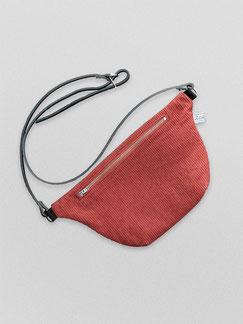 Bauchtasche - Cord - Cordtasche - Tasche - Lederriemen - rot - rostrot - dunkelrot - Reisverschluss - zacamo - Gürteltasche - Umhängetasche - kleine Tasche - recyclingleder -