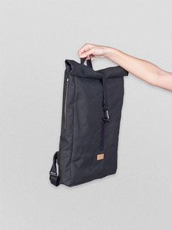 Rucksack Ubangi - rucksack black - zacamo tasche - rucksack dunkel - Ubangi - rucksack 11 liter - Tasche - Herrentasche - verstellbar - wasserabweisend - rolltop - seitentaschen - Innenfach - Karabiner - schwarz - dunkel - zacamo