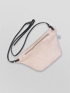 Bauchtasche Suede - Tasche - Handtasche - Bauchtasche - Suede - beige - weiß - Gürteltasche - Umhängetasche - schicke Tasche - Schlichte Tasche - Fairwear - nachhaltige Mode - samtig - helle Tasche - Damentasche - Ledertasche