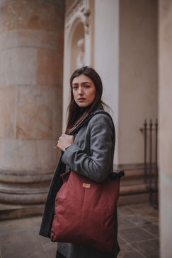 Shopper Mogami - Shopper - Tragetasche - brick - rot - dunkelrot - Damentasche - Handtasche - Tasche - Kordel - verstellbar - wasserabweisend - wasserfest - einkaufstasche  - große Tasche - shopper rot