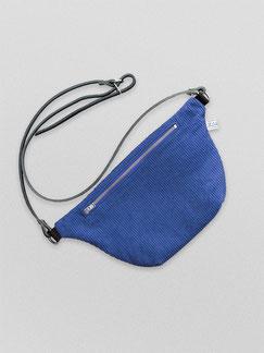 Bauchtasche - Cord - Cordtasche - Tasche - Lederriemen - blau - kobaltblau - königsblau - Reisverschluss - zacamo - Gürteltasche - Umhängetasche - kleine Tasche - recyclingleder - Handtasche - schick - schlichte Tasche - Damentasche
