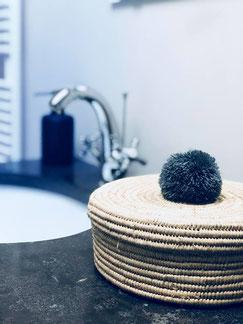 boite en raphia, rangement salle de bain, panier pompon, boite pompon déco, vente à domicile décoration belgique