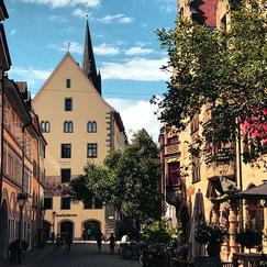 Das bunte Glasdach an der Uni Konstanz von Otto Biene ist gerade bei Sonneneinstrahlung ein Highlight.