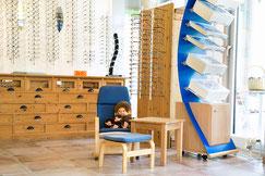 Kinderbrillen und Lupen bei Optik Flemisch in Sasel