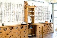 Brillenauswahl bei Optik Flemisch in Sasel