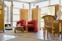 gemütliche Sitzecke bei Optiker Flemisch in Sasel