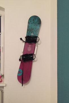 Ich finde es auch super, da man diese Halterung schräg an die Wand machen kann.  Liebe Grüße  (Claudia K.)