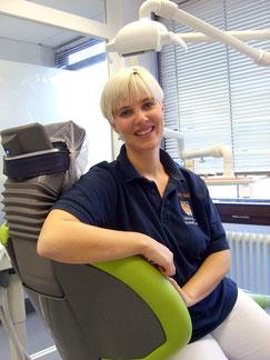 Irina Saal, Prohphylaxe  in der Zahnarzpraxis Dr. Harald Bauer in Schweinfurt