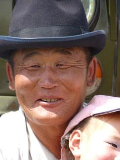 Homme mongol avec son fils