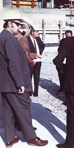Baustellenbegehung mit EBG-Hausarchitekt Werner Walther (links).
