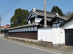 土蔵造りの建物