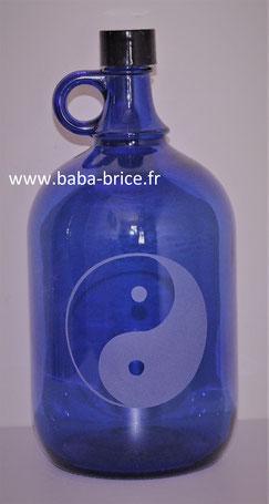 bouteille bleue, bouteille bleue cobalt, eau solarisé, fleur de vie, eau dynamisées , Yin Yang