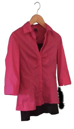 Perfektes Outfit: pinke Bluse und schwarzer Rock