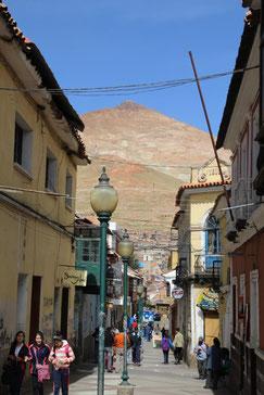 rue de Potosi au pied du Cerro Rico