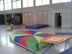 Geräteaufbau für´s Kinderturnen in der Turnhalle Köln, Kapitelstr. 24-26