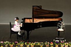 ピアノ演奏 全景