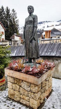 Statue der Katharina Lanz in St. Vigil Enneberg