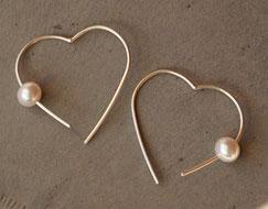 handgemachte Ohrringe Herzen mit echten Perlen