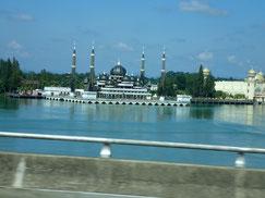 車窓よりクリスタルモスク