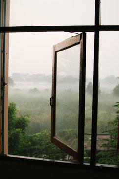 Une fenêtre ouverte vers l'éxtérieur pour aérer