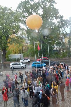 Start des Wetterballons auf dem Weg in die Stratosphäre