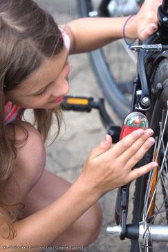 Zum krönenden Abschluss der Fahrradtrainings werden die Verkehrswacht-Aufkleber vergeben
