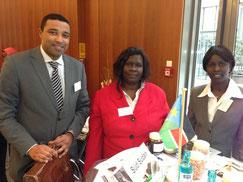 Alexander Sipua, und H.E. Botschafterin Sihna Abdalla OSMAN (Süd-Sudan)