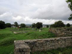 Kastell Abusina, Blick vom burgus auf Stabsgebäude/Principia und Praetorium