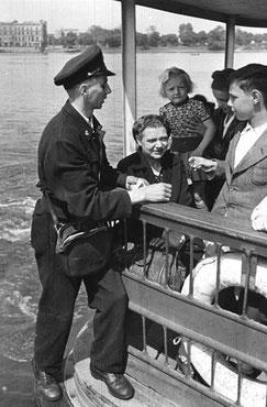 Alsterdampferschaffner 1949