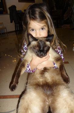 Leonie mit ihrem geliebten Simba