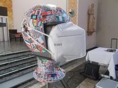 Kunstkopf mit Messlautsprecher und Mund-Nasen-Schutz