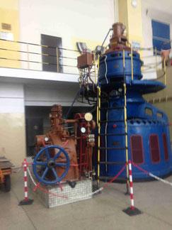 Beispiel einer Wasser Turbine im Isar Flußkraftwerk bei Landshut der SWM München ein gutes Beispiel für sauberen Strom für die Region um München Wasserkraft Bhkw EEG