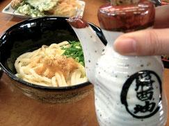 生醤油をかけて。香川県のうどんはコシのある麺が特徴です