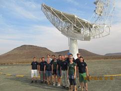Das erste von 64 MeerKat Teleskopen, die die erste Ausbaustufe des Square Kilometer Arrays bilden.