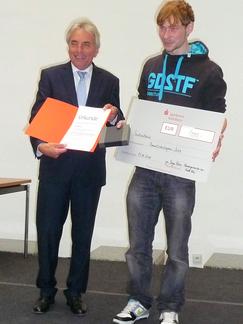 OB Roters überreicht uns die Urkunde für den Umweltschutzpreis der Stadt Köln 2011 für unser Engagement für den Klimaschutz