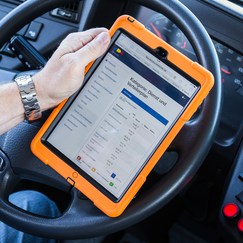 Pure Vision FahrerInfo auf iPad; Foto: Bela Bergemann, 2016