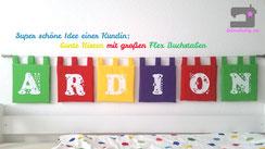 eine schöne Idee: Wimpelkette mal ganz anders, mit großen Buchstaben aus Flexfolie