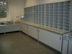 Sortierregale für die Postsortierung mit Unterschrank