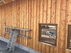 Boden Deckel Schalung aus Lärchenholz unbehandelt mit schmalen Fugen ( breite Deckbretter ) in Balingen - Erzingen