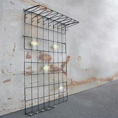 Drahtgarderobe String mit festen Haken und Spaghetti-Bespannung, Conni Kern Interior, Design und vintage Möbel, Leuchten und Objekte. Laden in Mannheim.