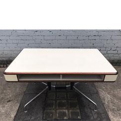 Charles & Ray Eames, segmented table, Herman Miller. Conni Kern Interior, vintage Möbel, Leuchten und Objekte. Designklassiker in Mannheim.