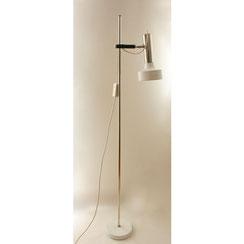 Chrom Stehleuchte OMI in weiß, Conni Kern Interior, Design und vintage Möbel in Mannheim