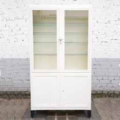 Garny Arztvitrine, Conni Kern Interior: Design und vintage Möbel, Leuchten und Objekte in Mannheim