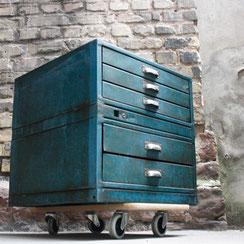 industrieller Schubladenschrank in petrol, Conni Kern Interior: Design und vintage Möbel, Leuchten und Objekte in Mannheim