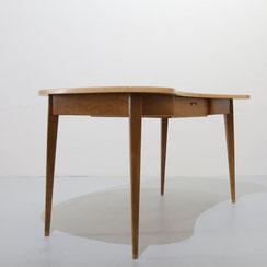 nierenförmiger Schreibtisch