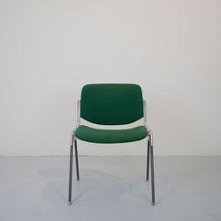 DSC 106, Stapelstuhl in grün, Giancarlo Piretti für Castelli in grün, Conni Kern Interior: Möbel, Leuchten und Objekte. Designklassiker in Mannheim.