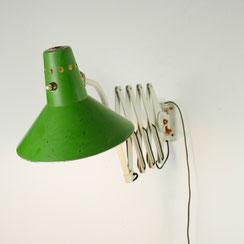 HELO Scherenleuchte mit grünem Hexenhut. Conni Kern Interior, vintage Möbel, Leuchten und Objekte. Designklassiker in Mannheim.