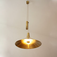 Dänische mid century Zugpendelleuchte aus Messing. Conni Kern Interior. Möbel, Leuchten und Objekte. Designklassiker in Mannheim,